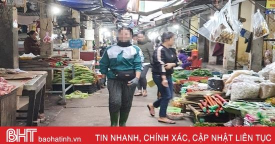 Đeo khẩu trang nơi công cộng ở Hà Tĩnh: Cơ sở y tế thực hiện nghiêm, siêu thị, chợ còn lơ là