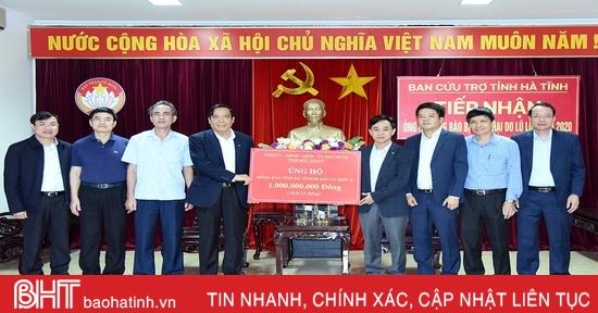 Đoàn công tác Ban Tổ chức Trung ương và tỉnh Bắc Giang hỗ trợ người dân vùng lũ Hà Tĩnh hơn 2 tỷ đồng