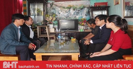 Đoàn ĐBQH Hà Tĩnh thăm hỏi gia đình các liệt sỹ hy sinh tại Quảng Trị