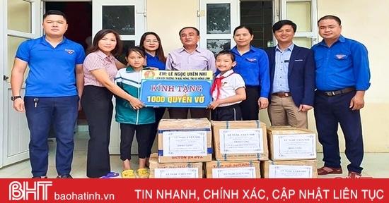 Đội viên Hà Tĩnh dành học bổng Cháu ngoan Bác Hồ mua 1.000 quyển vở tặng các bạn vùng lũ