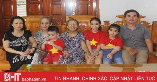 Đôi vợ chồng già ở Hà Tĩnh sống mẫu mực, vui khỏe tuổi xế chiều