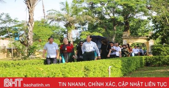 Du khách thập phương về Tiên Điền tưởng niệm Đại thi hào Nguyễn Du