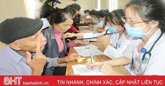 Gần 1.000 người dân Thạch Hà được khám, cấp thuốc miễn phí