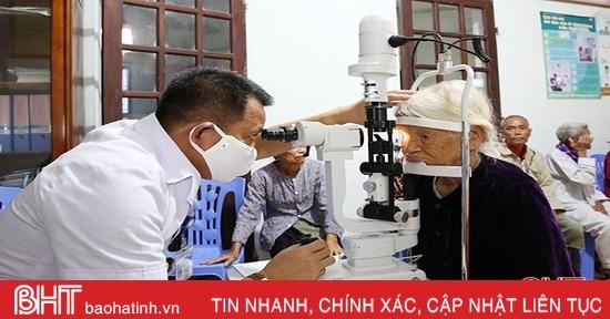 Gần 300 người dân Lộc Hà được khám mắt miễn phí
