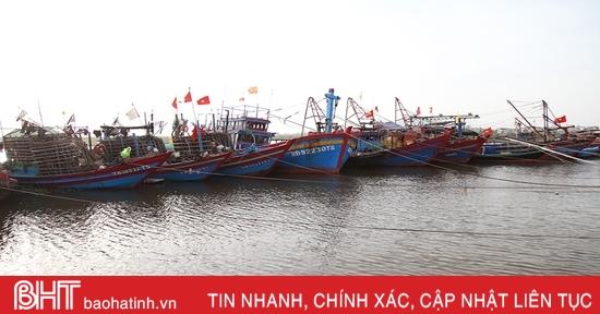 Gần 4.000 tàu thuyền Hà Tĩnh vào bờ an toàn trước bão số 8