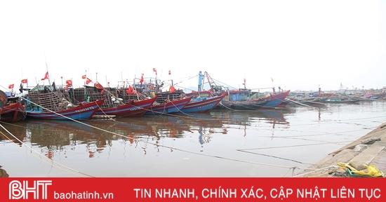 Gần 4.000 tàu thuyền Hà Tĩnh vào nơi tránh trú bão số 7 an toàn