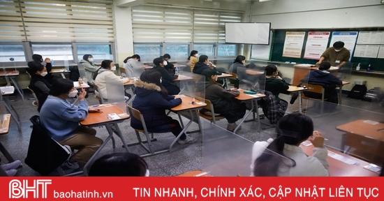 Gần nửa triệu học sinh Hàn Quốc bước vào kỳ thi đại học chưa từng có vì Covid-19
