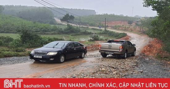 Hạ tầng giao thông yếu kém, nhiều xã ở huyện phía Nam Hà Tĩnh khó đạt chuẩn nông thôn mới