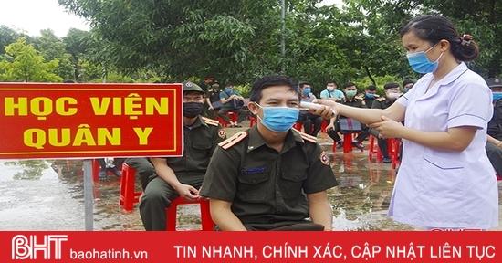 Hà Tĩnh bàn giao 112 học viên quân sự Lào sau 14 ngày cách ly