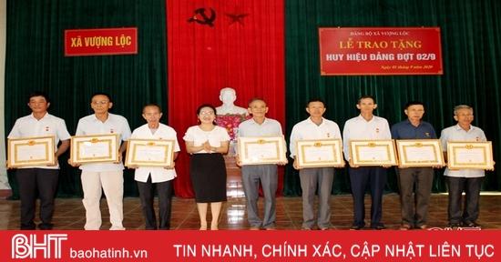 Hà Tĩnh có 1.695 đảng viên được trao Huy hiệu Đảng dịp Quốc khánh 2/9