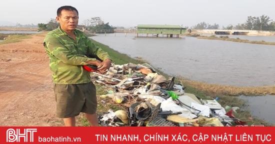 Hà Tĩnh: Xử phạt 4 triệu đồng người đàn ông đổ rác không đúng nơi quy định
