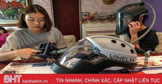 Hai học sinh Việt lên báo nước ngoài nhờ sáng kiến mũ chống Covid-19
