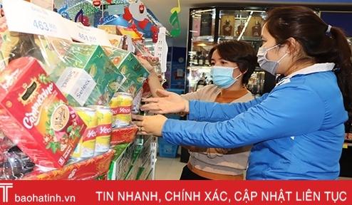 Hàng hóa dồi dào, người dân Hà Tĩnh tha hồ sắm tết sớm