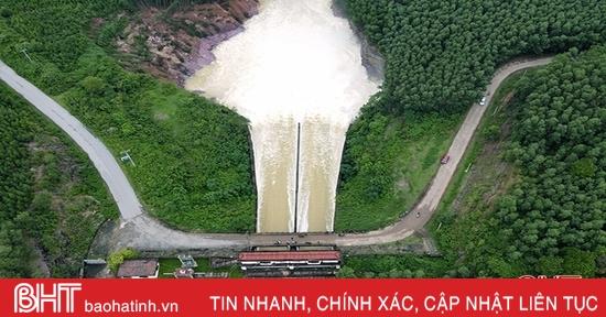 Hồ Kẻ Gỗ hạ mức xả tràn chỉ còn 100m3/s