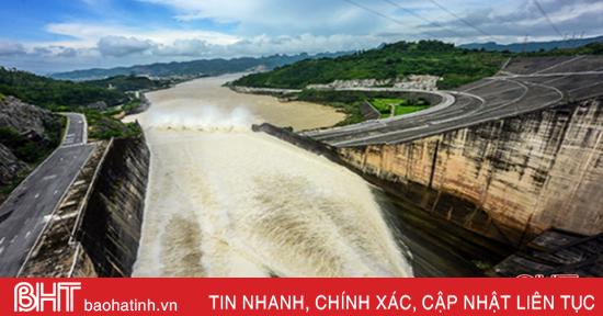 Hồ Kẻ Gỗ và Thủy điện Hương Sơn bắt đầu xả tràn