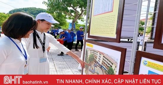 Học sinh Cẩm Xuyên tham dự triển lãm về Hoàng Sa – Trường Sa