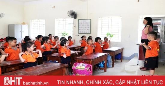 Học sinh tiểu học Hà Tĩnh hào hứng từ tuần học đầu tiên