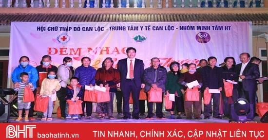 """Hơn 100 triệu đồng đến với bệnh nhân nghèo Can Lộc trong """"Đêm nhạc yêu thương"""""""