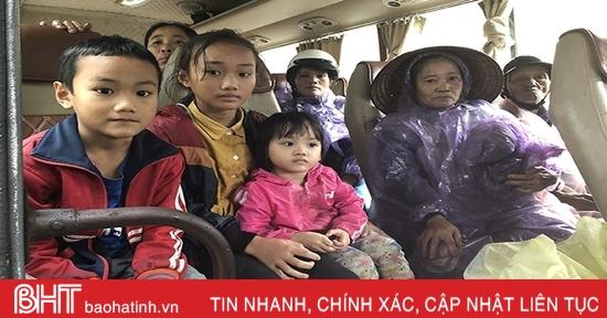 Hơn 200 ngàn học sinh Hà Tĩnh nghỉ học tránh mưa lũ