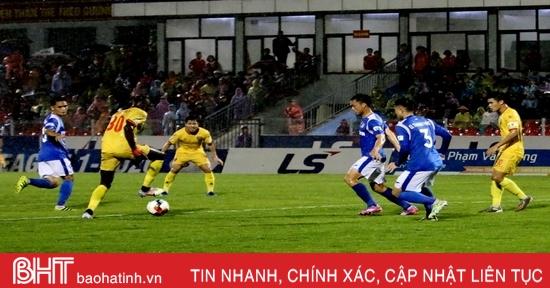 Hồng Lĩnh Hà Tĩnh chia điểm với Than Quảng Ninh