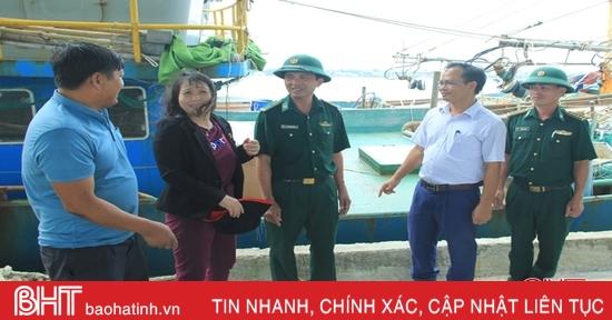 """Huyện ven biển Hà Tĩnh """"ráo riết"""" phòng bão số 7"""