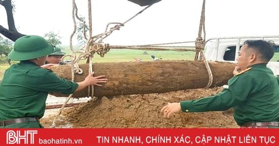 Khai quật, di dời thành công quả bom nặng khoảng 450 kg tại Lộc Hà