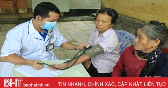 Khám, cấp thuốc miễn phí cho hơn 200 người dân huyện Nghi Xuân