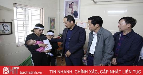 Lãnh đạo Hà Tĩnh thăm hỏi gia đình nạn nhân bị tai nạn giao thông