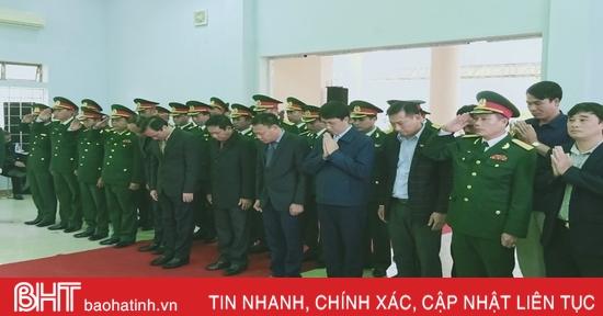Lãnh đạo Hà Tĩnh thăm viếng, trao quà hỗ trợ đồng bào miền Trung bị ảnh hưởng lũ lụt