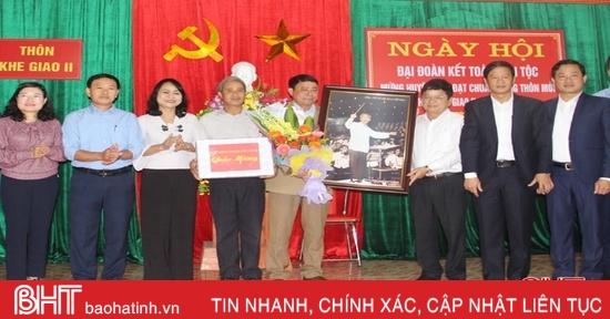 Lãnh đạo tỉnh dự ngày hội đại đoàn kết tại xã Ngọc Sơn