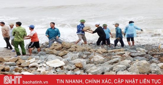 Liên tiếp sạt lở kè Cẩm Nhượng, nguy cơ nước biển xâm thực đe dọa làng biển