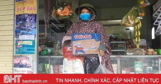 Lo sợ nước ngập sâu, người dân Hà Tĩnh mua thực phẩm dự trữ