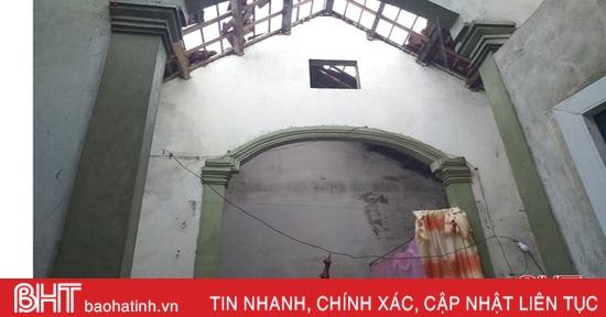 Lốc xoáy 30 giây, 29 nhà dân ở Lộc Hà bị tốc mái