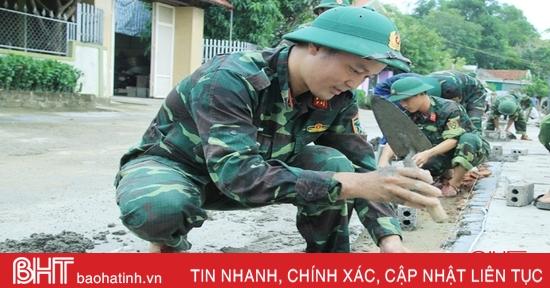 Lực lượng vũ trang Hà Tĩnh giúp dân xây dựng nông thôn mới