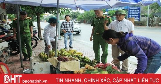 Mạnh tay xử lý chợ tự phát, mua bán lấn chiếm vỉa hè ở Nghi Xuân