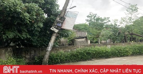 Mưa to, gió lớn khiến hơn 24.200 khách hàng ở Hà Tĩnh bị mất điện