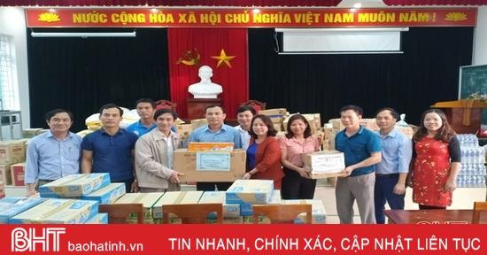 Ngành GD&ĐT Nghi Xuân ủng hộ đồng bào vùng lũ Hà Tĩnh và các tỉnh miền Trung hơn 800 triệu đồng