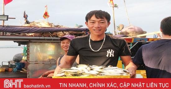"""Ngư dân Hà Tĩnh """"trúng đậm"""" cá, mực..."""