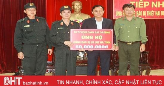Người dân bị thiệt hại do lũ lụt ở Hà Tĩnh tiếp tục đón nhận sự hỗ trợ từ các tổ chức, đơn vị