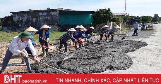 Người dân Hà Tĩnh tập trung khắc phục hậu quả lũ lụt, ra quân làm nông thôn mới