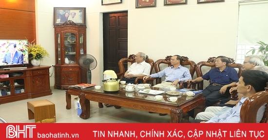 Người dân Hà Tĩnh theo dõi Đại hội Đảng bộ tỉnh với những kỳ vọng mới