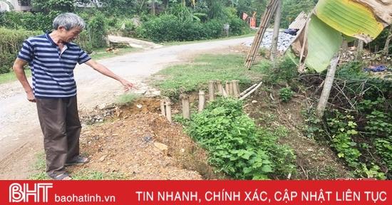 """Người dân xã miền núi ở Vũ Quang """"mất ăn, mất ngủ"""" vì đường, bờ sông sạt lở"""