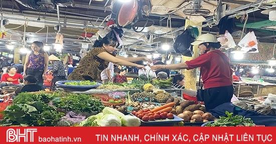 """Nguồn cung ổn định, giá rau xanh tại Hà Tĩnh """"hạ nhiệt"""""""