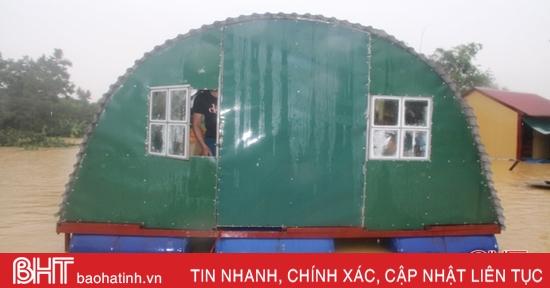 Nhà phao nổi giúp người dân Hương Khê chống lũ an toàn