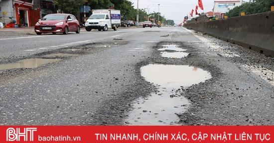 Nhiều đoạn Quốc lộ 1 hư hỏng nặng do mưa lũ