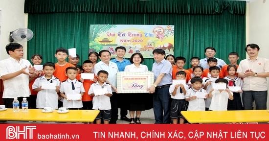 Nhiều món quà trung thu đã đến với các em nhỏ có hoàn cảnh khó khăn ở Hà Tĩnh