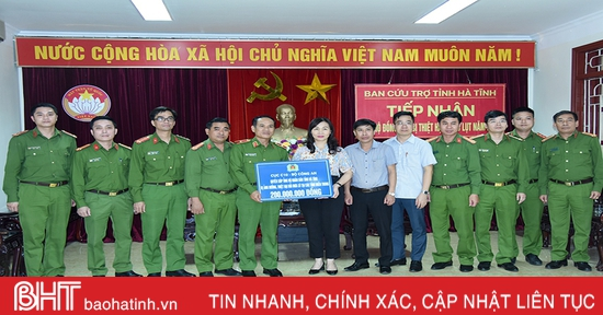 Nhiều tổ chức tiếp tục hỗ trợ người dân vùng lũ Hà Tĩnh