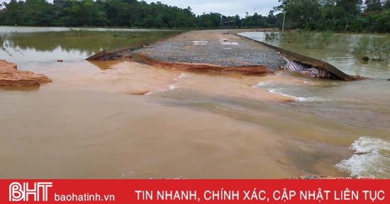 Nhiều tuyến đường ở Hà Tĩnh hư hỏng nặng sau mưa lũ