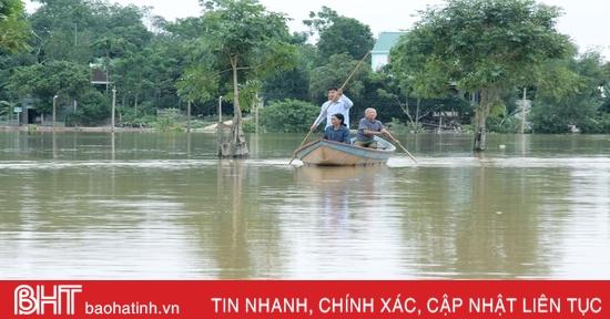 Nước lũ tiếp tục chia cắt nhiều địa phương ở huyện miền núi Hà Tĩnh