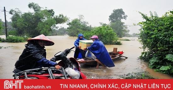 Nước sông Ngàn Sâu lên mức báo động, 5 xã ở Hương Khê bị cô lập